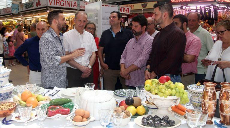 LA EXPOSICIÓN ARTESANOS A LA MESA LLEGA AL MERCADO CENTRAL