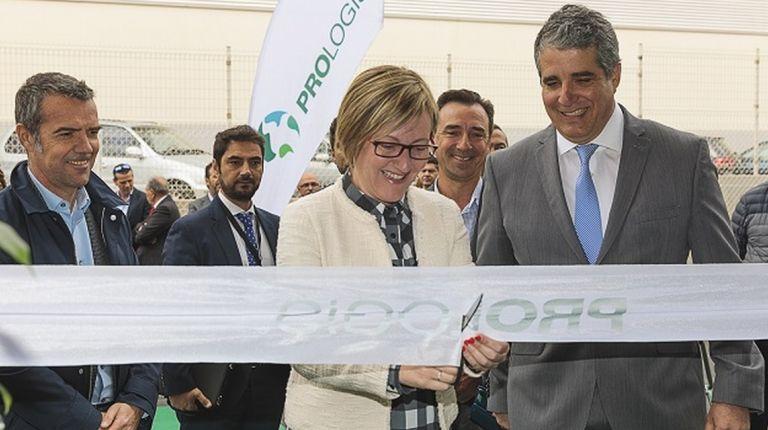 Prologis inauguró ayer la primera de las dos naves logísticas de Ribarroja